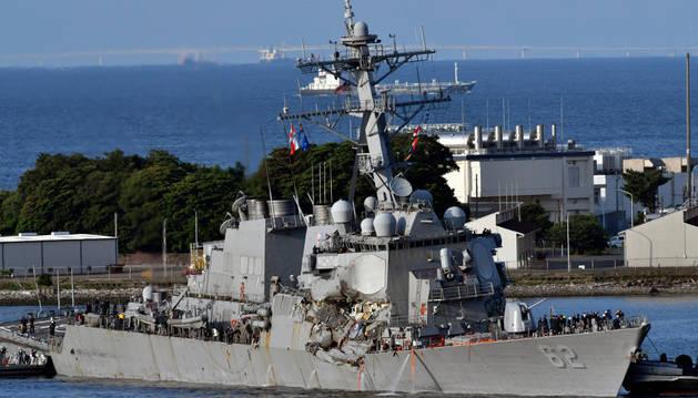 El destructor estadounidense 'USS Fitzgerald' tras la colisión.