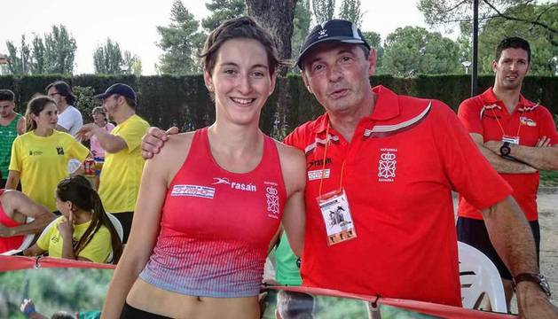 Miren Bartolomé, con su entrenador, Francis Hernández, el sábado en Ciudad Real.