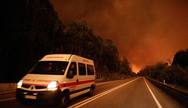 Aumentan a 62 los fallecidos en el incendio del centro de Portugal