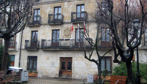 Exterior del Ayuntamiento de Alsasua, donde tendrá lugar la reunión de la Mesa y Junta de Portavoces del Parlamento este lunes, día 19.