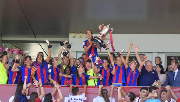Marta Unzué alza la Copa de la Reina como capitana del Barça