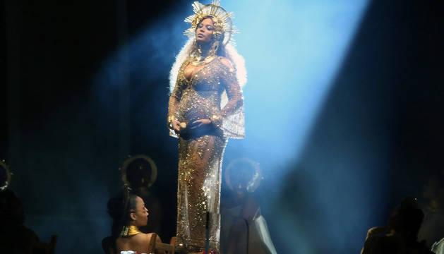 Beyoncé, embarazada, durante la gala de entrega de los Premios Grammy en Los Ángeles, el pasado 7 de junio.