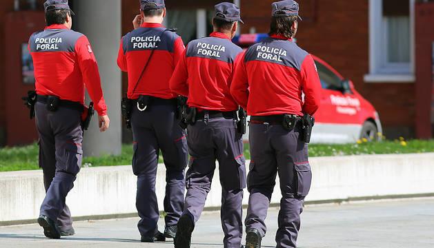 Cuatro agentes de la Policía Foral.
