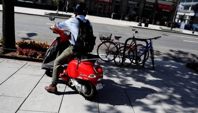 Tres pamploneses cuentan su experiencia con las scooter
