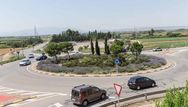 Imagen de la rotonda de acceso a Tudela desde la carretera de Corella, donde tuvo lugar el parto.