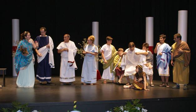 Instante de la representación teatral que tuvo lugar en el centro Avenida de Cascante.