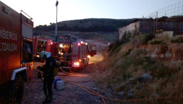 Extinguido un incendio en una nave industrial en Ablitas
