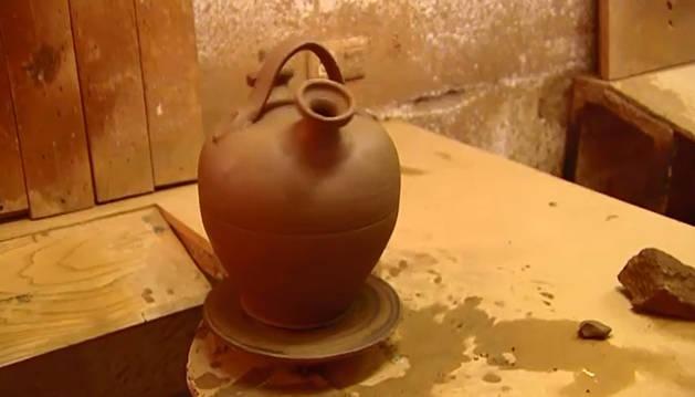 Elsudor del botijo provoca que se enfríe su interior al menos diez grados.