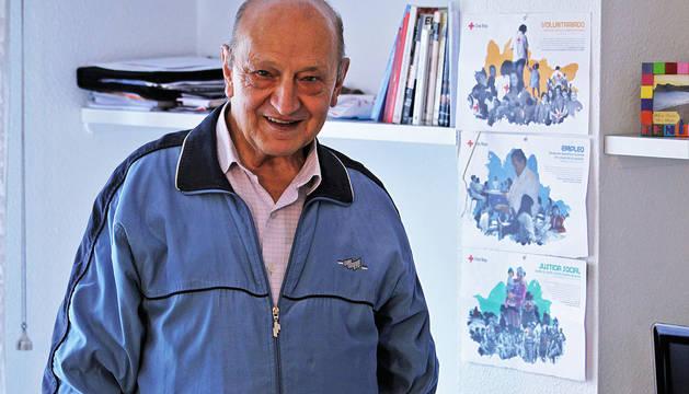 José Luis Garicano Aznarez en el apartamento que ocupa en Txoko Berri.