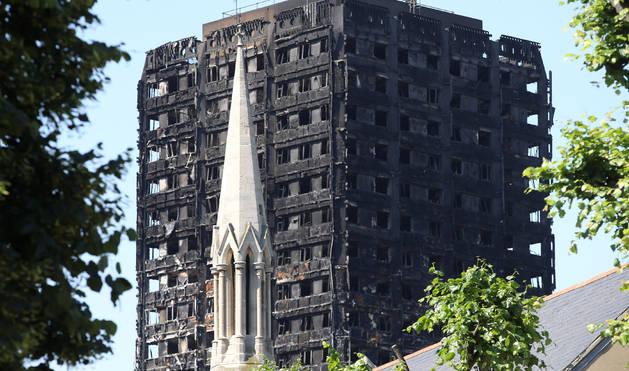 Foto del estado del edificio tras el incendio del pasado día 14 en una torre de viviendas en Londres.