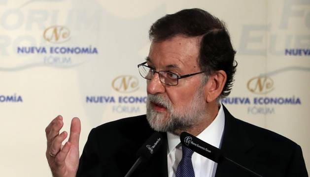 Foto de Mariano Rajoy, duran la presentacion de la presidenta de la Comunidad de Madrid, Cristina Cifuentes.