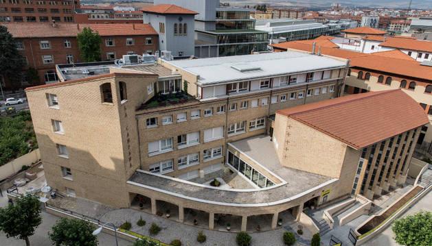Vista general de la residencia La Campana con la ampliación, a la izquierda de la imagen, que albergará las nuevas habitaciones.