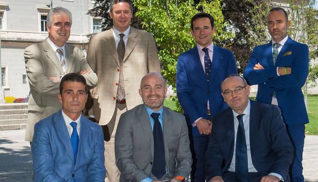 De izquierda a derecha, detrás: Juan Manuel Irache (Farmacia UN), Igor Errasti (administrador general UN), Gustavo Pego (Emprendimiento UN) y Héctor Barbarin (CNTA). Delante: Mariano Oto (gerente de NUCAPS), David Luquin (Emprendimiento UN)  y Luis Oquiñena (Idifarma).