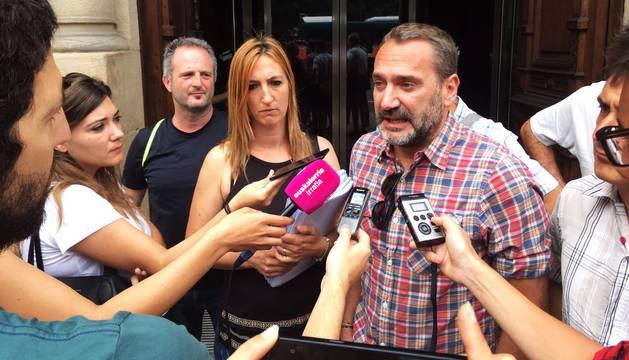 Foto el delegado de CC OO en Policía Foral, Javier Ojer, en el Parlamento de Navarra.