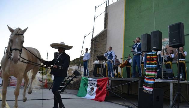 Espectáculo con música y caballos en las pasadas fiestas de Ayesa.