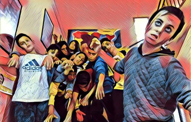 Imagen de los alumnos de 1º de ESO que participaron en el cómic tratada con un filtro para móviles.