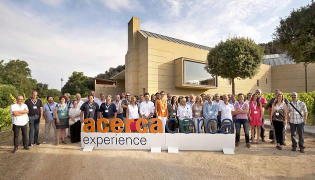 foto de participantes en el encuentro en la bodega Propiedad de Arinzano.