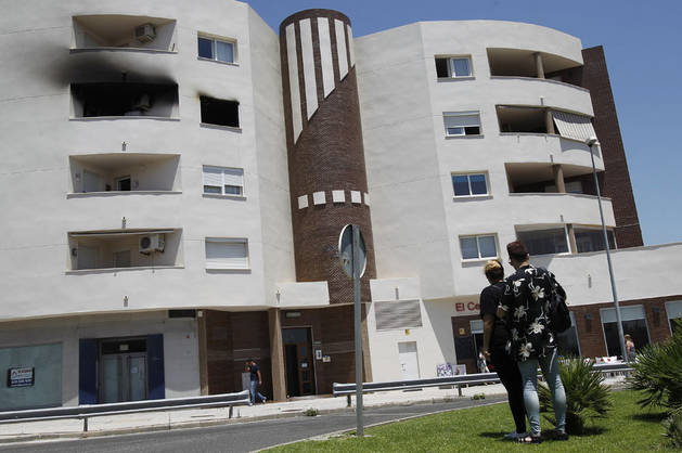 Imagen de la vivienda de Algeciras donde ha ocurrido el incendio.
