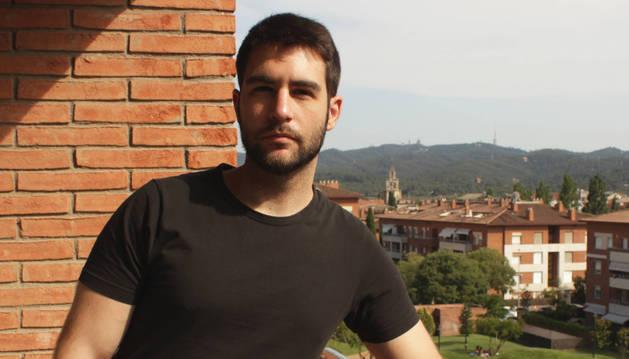 El dibujante Ernest Sala, en su casa de San Cugat del Vallés.