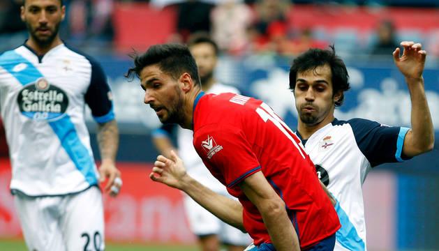 Kenan Kodro y Alejandro Arribas, en un partido Osasuna-Deportivo.