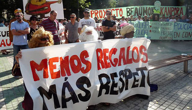 Un momento de la protesta frente al Parlamento contra la Ley de Policías del Gobierno.