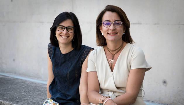 Imagen de Nerea Martín-Calvo, pediatra de Medicina Preventiva de la UN, y Azucena Díez Suárez, de la CUN.