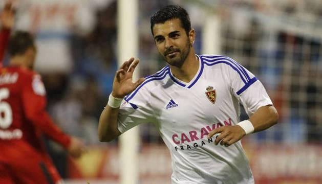 Ángel Luis Rodríguez celebra un gol con el Zaragoza esta temporada.