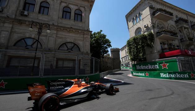 Fernando Alonso, en el Circuito Urbano de Bakú.