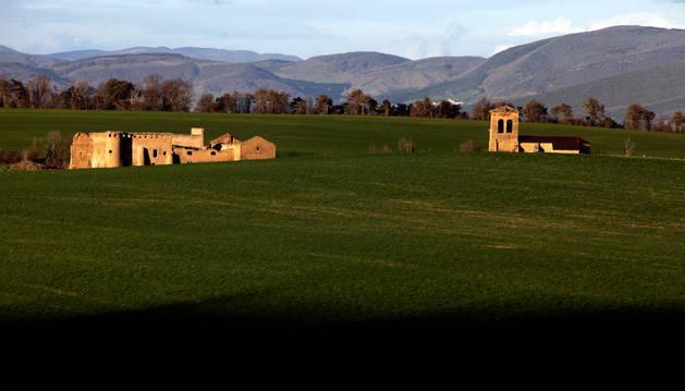 Vista del Señorío de Guenduláin, en la Cendea de Cizur.