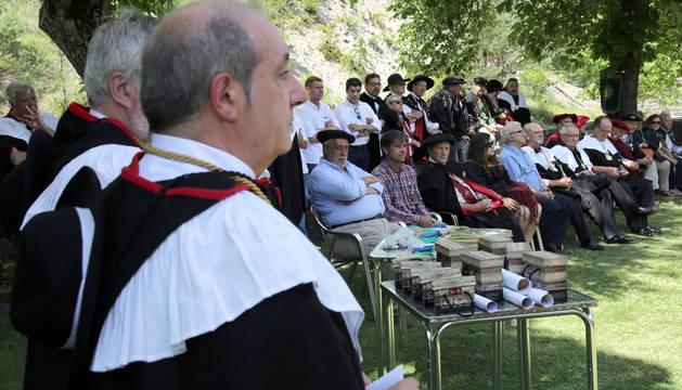 Los nuevos cofrades de honor (en primer término, sentados), durante la celebració del XIII Capítulo.