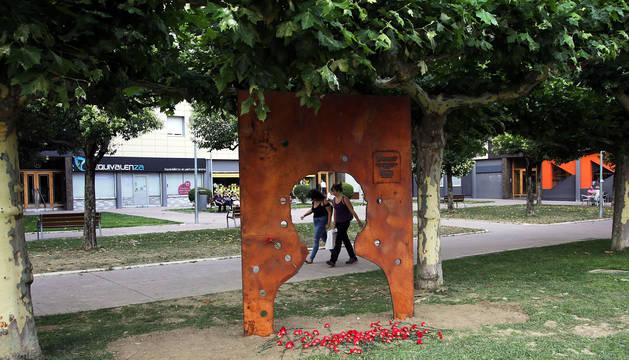 Polémica en Barañáin por un monolito por la madre de un preso