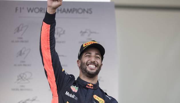 El australiano Daniel Ricciardo celebra su victoria