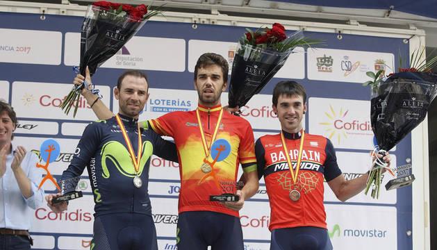 Herrada, en el centro, junto a Alejandro Valverde y Ion Izaguirre