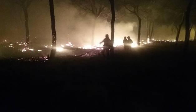 Foto de los trabajos de extinción del fuego.
