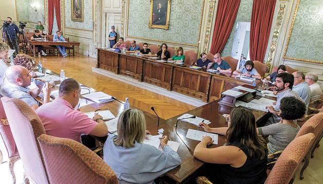 Un momento de la sesión del pleno del Ayuntamiento de Tudela que se celebró ayer por la tarde.