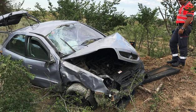 Cuatro heridos tras volcar el coche en el que viajaban en Fitero