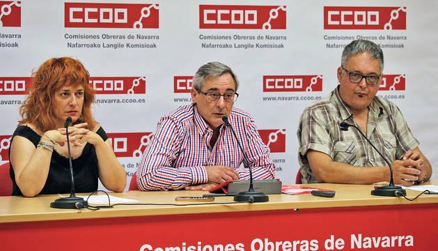 Los representantes de CC OO Navarra en su sede.