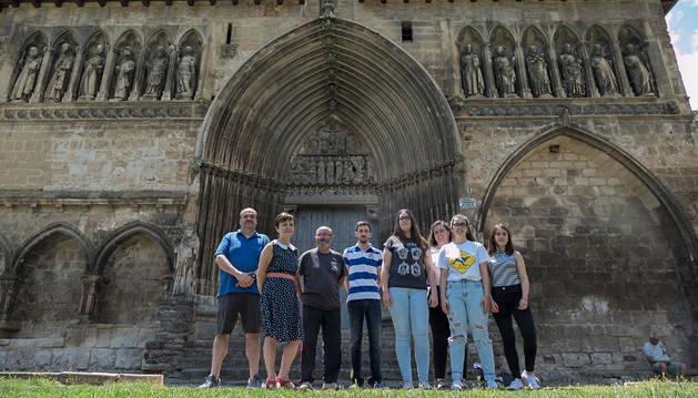 Parte del equipo de voluntarios y otros implicados en la iniciativa, el martes por la mañana en el Santo Sepulcro.