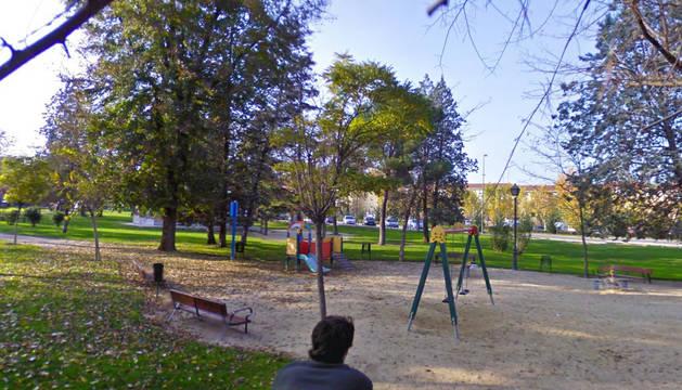 Detenidos tres jóvenes por practicar sexo en un parque infantil a plena luz del día