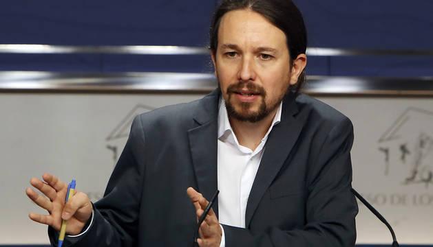 El líder de Podemos, Pablo Iglesias, durante la rueda de prensa que ofreció este martes en el Congreso dtras la reunión que mantuvo con el secretario general del PSOE, Pedro Sánchez.