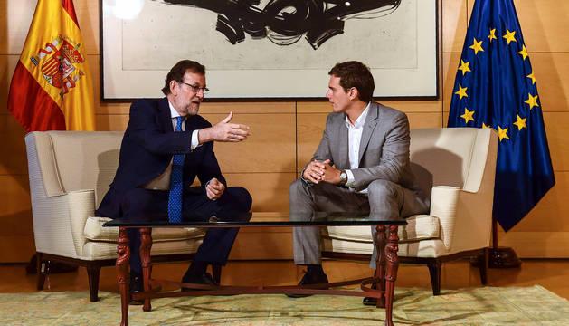 Rajoy y Rivera acuerdan empezar a negociar los Presupuestos de 2018