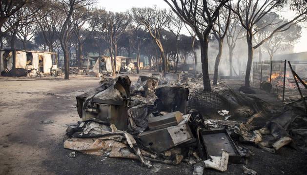 Estado de las instalaciones del camping Doñana tras el incendio.