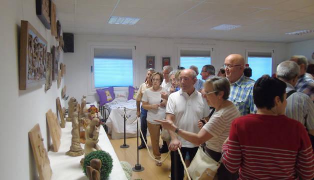 Exposición de manualidades en el club de jubilados Entrevientos