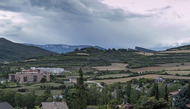 Terrenos de Ibarra, al norte de Estella, con el Hospital García Orcoyen al fondo de la imagen.