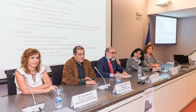 Olga Sanz, con el gerente del Área de Salud de Tudela, José Ramón Mora.