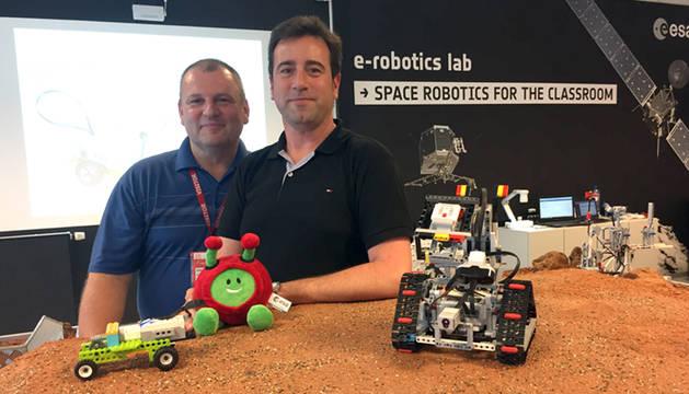 Gonzalo Onco Goldberg -a la derecha- junto a su compañero ayer en la ESA, el esloveno Bozidar Zidanfek.