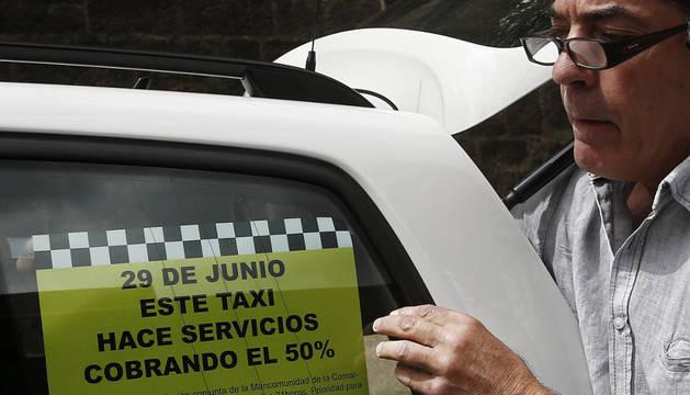 Imagen de uno de los taxistas participantes en la concentración.