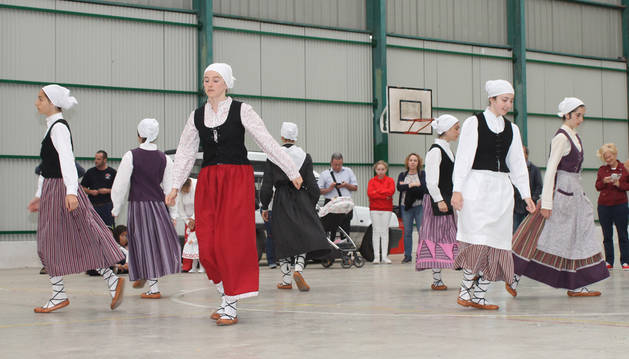 Harizti continúa danzando 30 años después de su nacimiento