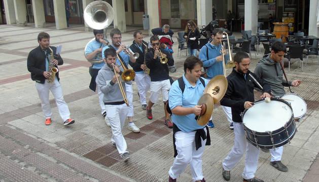 25 años de fiesta con los sonidos de la txaranga Mutil Gazteak