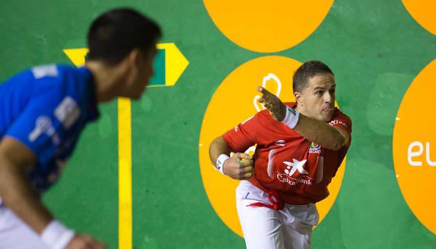 Aimar Olaizola atraviesa un gran momento de juego, ayer sumó en Barañáin su novena victoria consecutiva. Jugará su novena final.